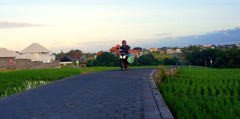 Matt on the famous Canggu shortcut! | Photo: Christina Kniewasser