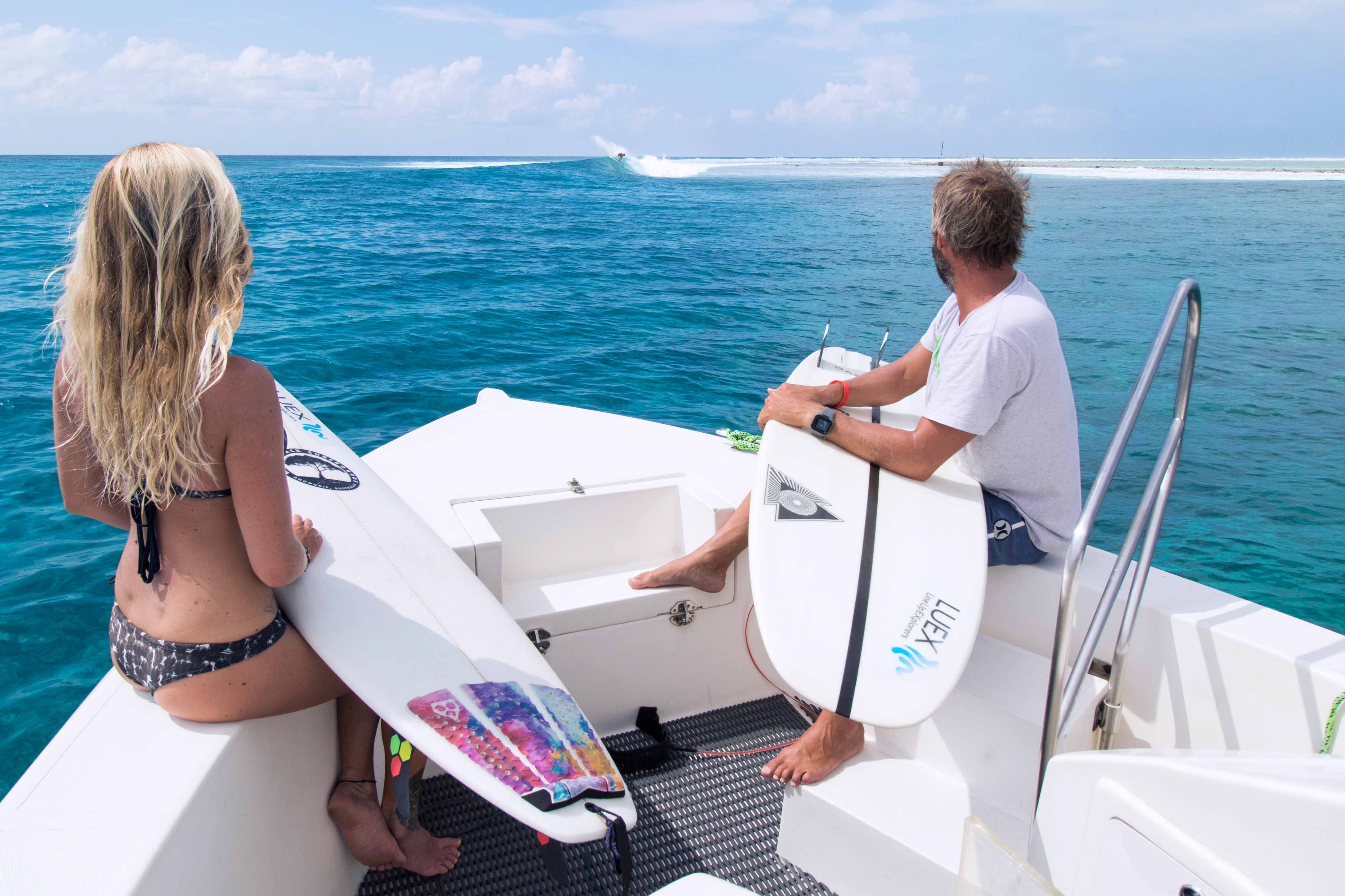 surf dhoni brings you close to the surf spot