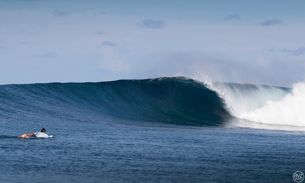 empty perfect wave in the maldes