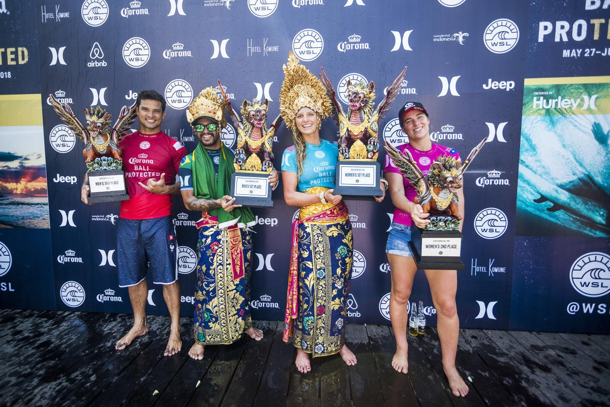 The winners and 2nd places of the Bali Keramas Pro