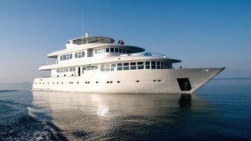 Blue Horizon III - Ocean Oasis Surf Charter