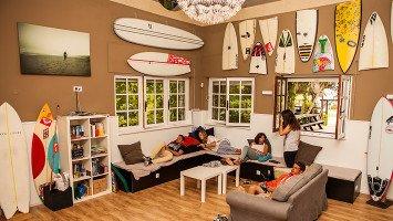 Latas Surf House