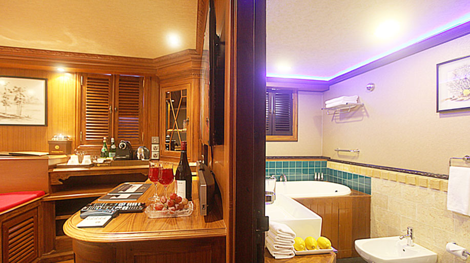 Bedroom & Bathroom Dhaainkan'baa