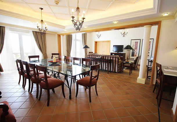presidential suite dining